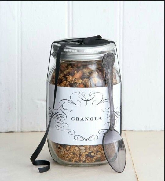 Granola in a jar! Perfect gift!