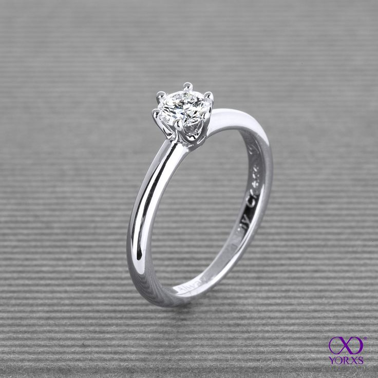"""Fraguma"" with a 0.37 ct brilliant in white gold. #weißgold #brillant #diamant #diamantring #solitärring #verlobung #verlobungsring #hochzeit #trauung #yorxs"