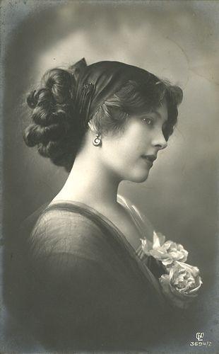 Beautiful Edwardian woman circa 1900's
