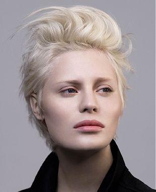 Cette coupe boyish version platine n'est pas sans nous rappeler le Silver Blond #LOrealPro, notre #itlook de la rentrée !