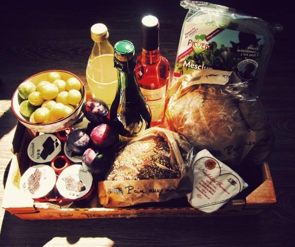 Ruokatuotteita. Foods and drinks.
