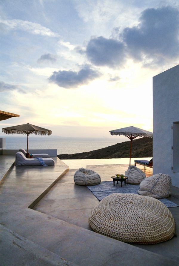 A SUMMER HOME ON THE GREEK ISLAND OF SYROS