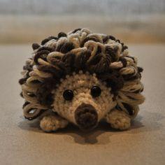 Amigurumi Hedgehog (Free Pattern in Spanish) http://lavaquitadelanita.blogspot.com.es/2014/03/pincho-el-amigurumi-erizo-patron.html