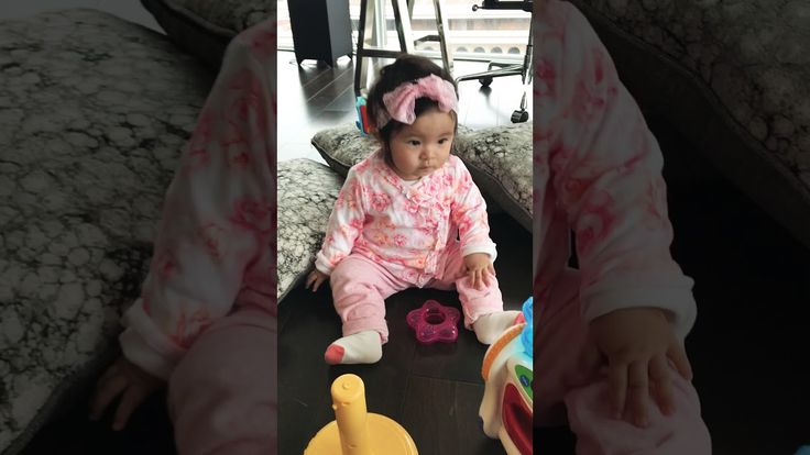 Korean/Salvadorian 8 month old baby ...Dancing to Spanish music  - YouTube