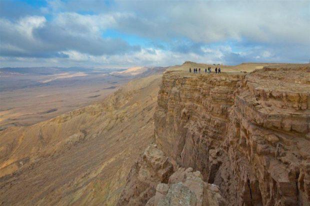 Кратер Рамон — самый большой в мире кратер, образованный естественным образом вследствие поднятия почвы. ФотоDafna Tal/Tourism Ministry
