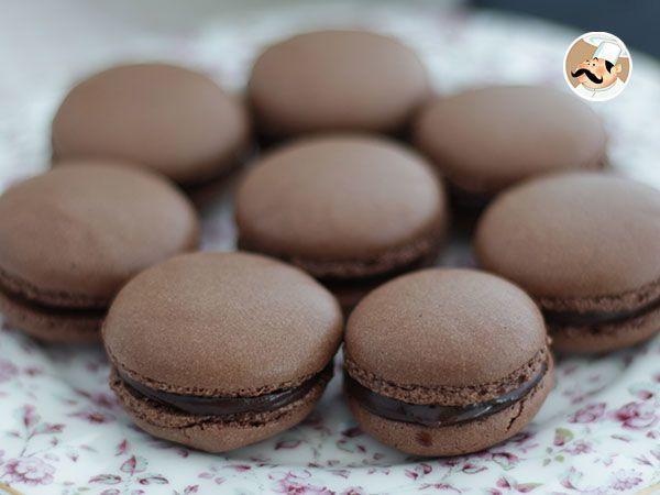 I pasticcini francesi più amati nel Mondo. Messieurs et dames, ecco a voi i Macarons in tutto il loro splendore. Provate anche voi a prepararli a casa seguendo le nostre indicazioni. [Con queste dosi otterrete circa 30 macarons.] - Ricetta Dessert :...