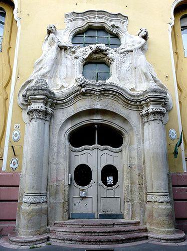 t nouveau house entrance - Munkácsy Mihály utca - Budapest Hungary