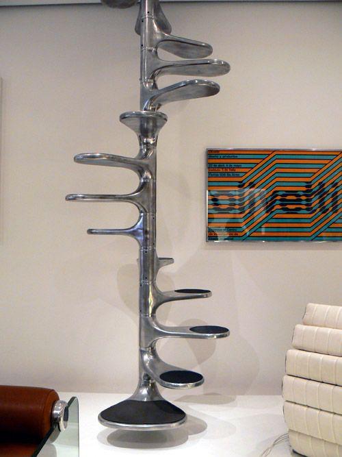 Créé en 1966, l'escalier de Roger Tallon est une référence de design chic et sobre