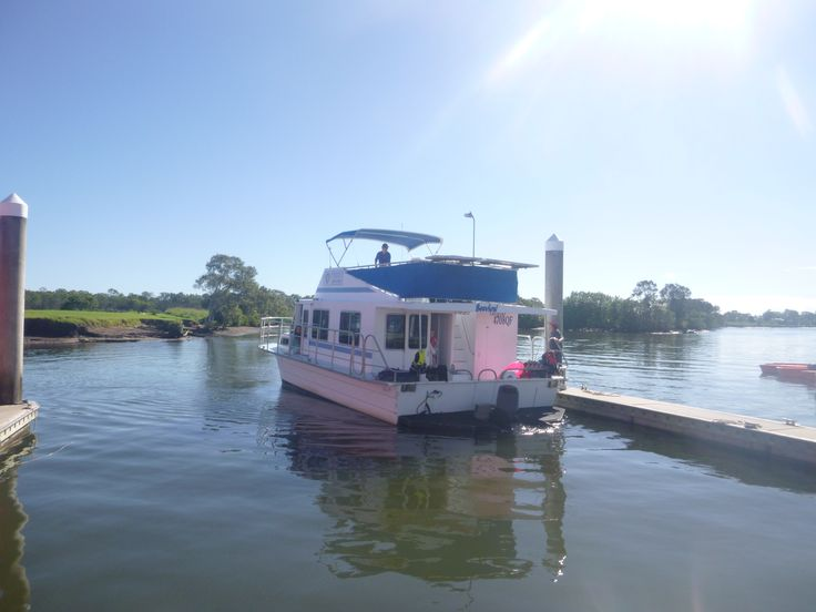 The Cruiser 'Seaview' backing into her berth at Coomera Houseboat Holidays. #coomerahouseboats #Goldcoast #houseboat #holiday #holidays #boating #fishing #Houseboating