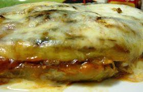 Ingredientes para dos personas:   2 berenjenas grandecitas  100gr de tomate frito light 2pp  4 lonchas de pechuga de pavo 1 pp  3 tranchete...