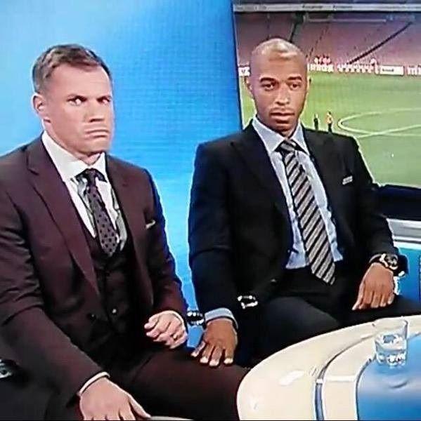 Były Francuski piłkarz trzyma reportera za kolano podczas programu telewizyjnego • Czy Thierry Henry jest pedałem? • Zobacz zdjęcie >> #henry #funny #football #soccer #sports #pilkanozna