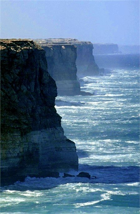 The Bunda Cliffs drop over 200 feet into the Southern Ocean - Southern Australia : indulgy