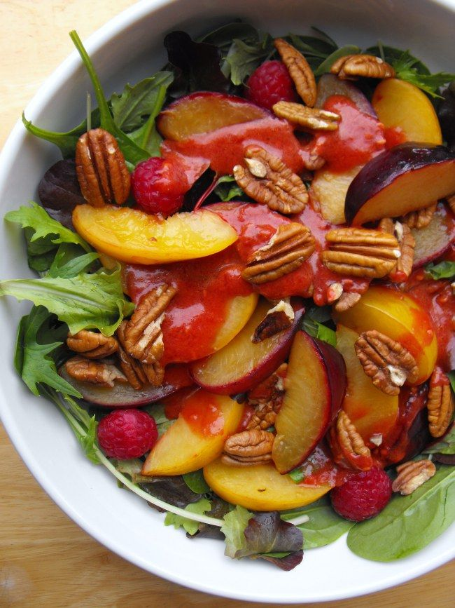 Plum salad with raspberry dressing and pecans