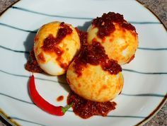 Indonesische recepten: zelf heerlijke gebakken sambal eitjes of sambal goreng telor maken. - Plazilla.com