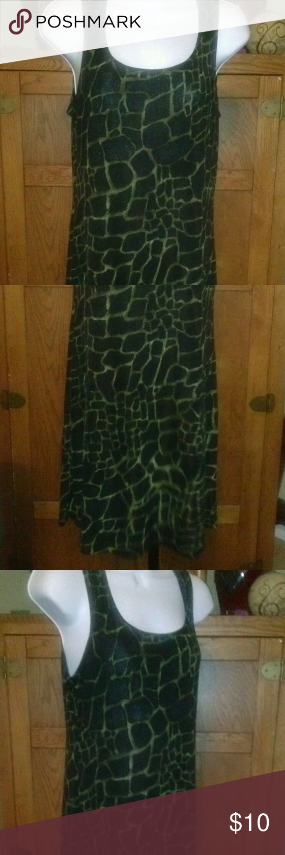 Animal Print Tank Travel Dress Beach Cruise Large Tank dress polyester and spandex for a nice stretch and comfy fit with a giraffe print. Very good condition. Thank you for looking! Knapp Studio Dresses