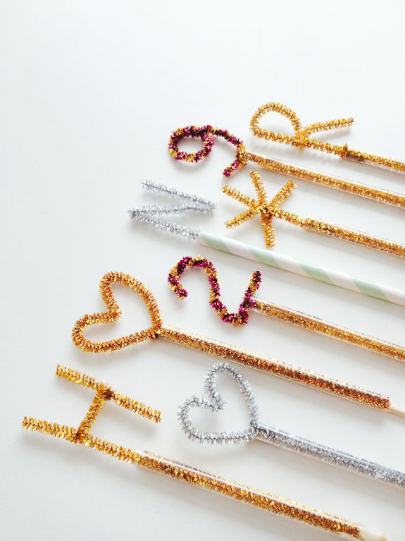 diy: pipe cleaners + drinking straw + wooden skewers = sparkly cake topper...