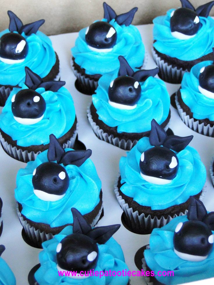 Killer Whale Cupcakes - Someone please make me these! @Allison Melega