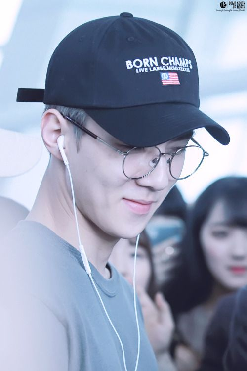 Sehun - 160912 Incheon Airport transit, Bangkok to Hiroshima Credit…