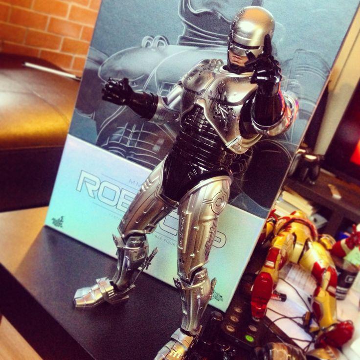 Hottoys Robocop...