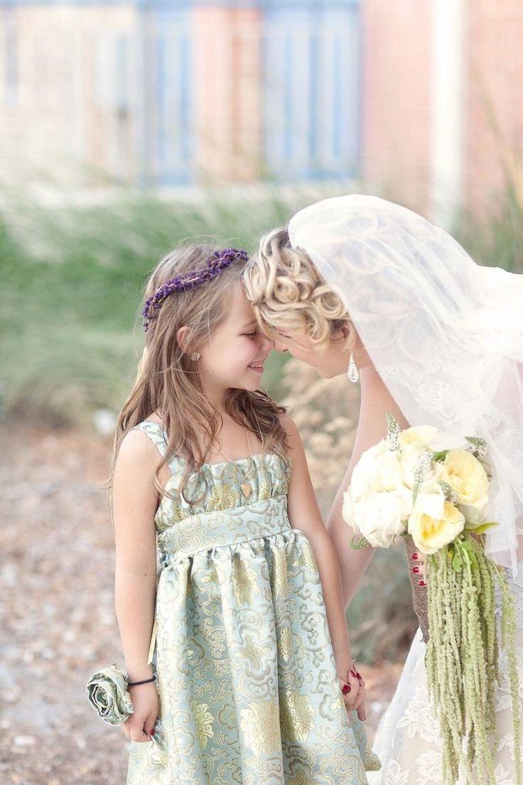 Love the flower girls' dress!
