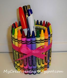 Crayola Pen(cil) Holder Tutorial---I love making crayon wreaths for the kids' teachers every year, but this is a cute idea, too-maybe when I have a classroom of my own one day.