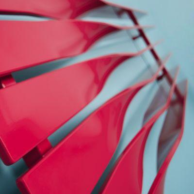 Cyklon Horizontal - Grzejnik Cyklon, projektu M4M Studio, to zwycięzca konkursu Terma Design 2010. Prosta, minimalistyczna forma nawiązuje do efektu powstawania cyklonu. Grzejnik został zaprojektowany z myślą o nowoczesnych wnętrzach. Oryginalnie wygięte profile pozwalają, w wersji poziomej, na swobodne suszenie rzeczy, nie zabierając przestrzeni we wnętrzu, a przy tym nie rezygnując z jednorodności formy.