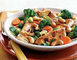 Chicken, Broccoli, and Cashew Stir-Fry - 396 cal