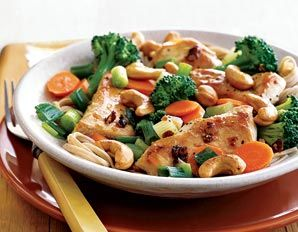 Chicken, Broccoli, and Cashew Stir-Fry - 396 cal. Can also add in peppers, asparagus, mushrooms etc...any variation would be delicious!