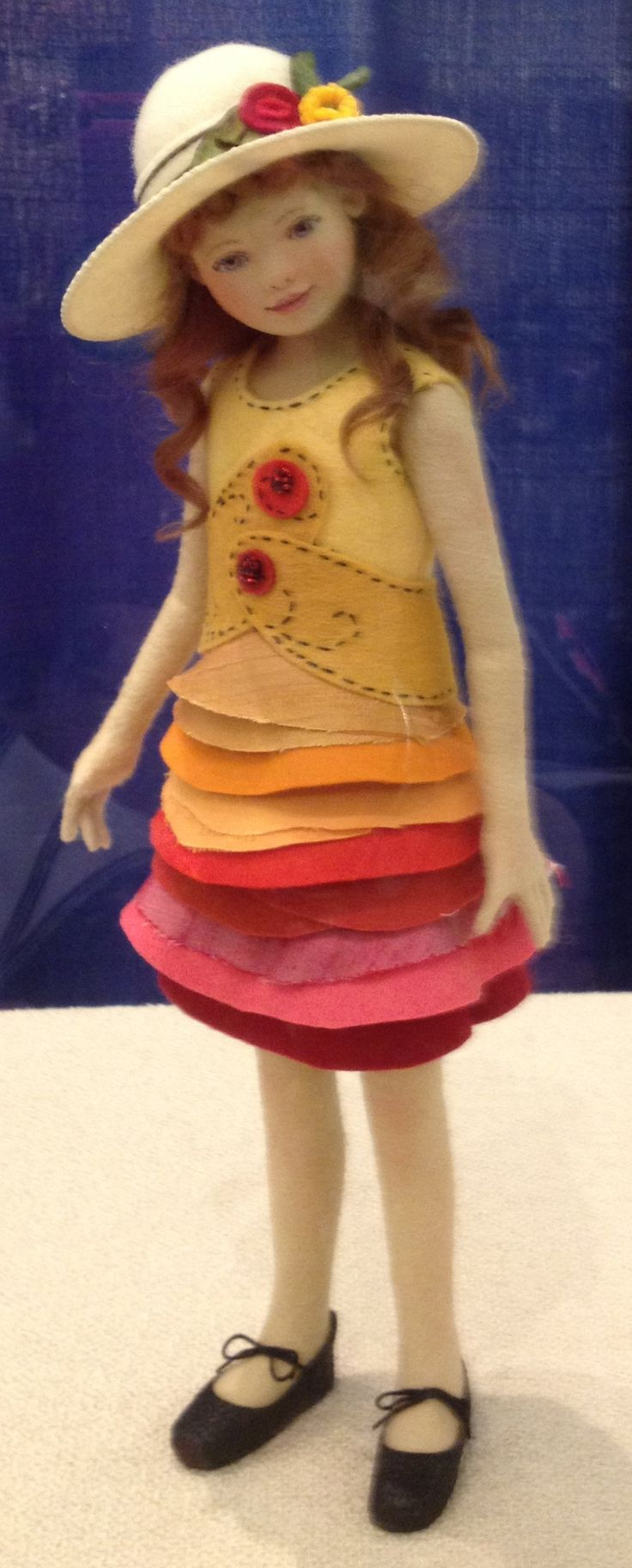 *FELT ART ~ Maggie Iacono Collectible Dolls+ check out this site for a variety of dolls and fun felt clothes