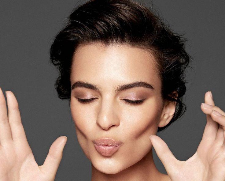 Alors pour lutter dès maintenant contre le visage tombant, on suit ces quelques exercices de gymnastique faciale pour véritablement maigrir du visage. Prête à défier la loi de la gravité ?