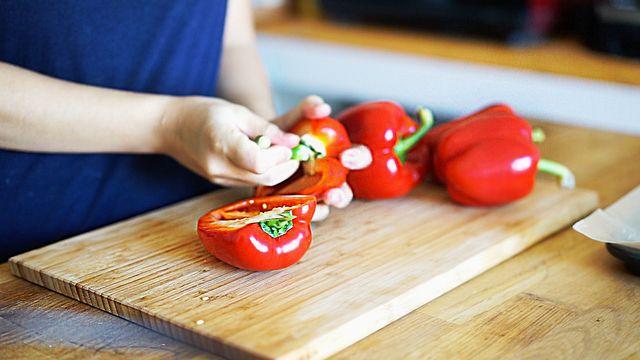 炒めて絡めるだけトマトソースのように真っ赤なパプリカの冷製パスタ