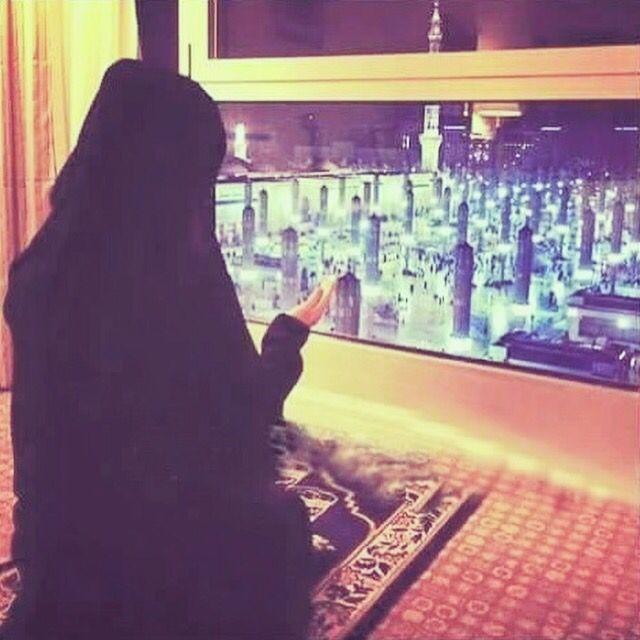 Muslim girl praying in front of Masjid Al Nabwi