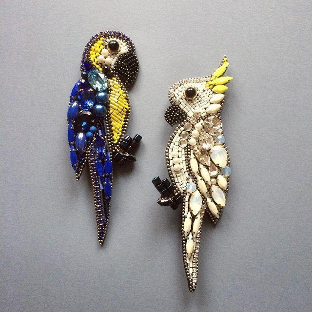 Очередные красавцы готовы В наличии #irinavafina #handembroidered #swarovskielements #cacadoo #couturejewelry