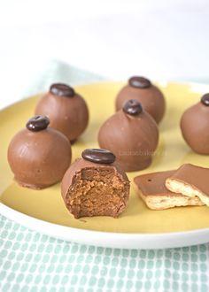 Inmiddels heb ik al heel wat soorten koekjes omgetoverd tot lekkere truffels die bij jullie keer op keer weer in de smaak vallen. Ik ben zelf ook erg enthousiast over deze truffels van koek en probeer