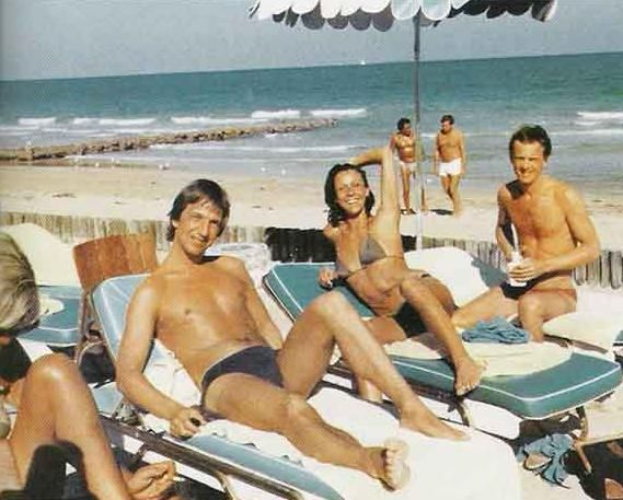 Alan Rickman, sunning. Cut off to his right, his companion of more than 60 years, Rima Horton.