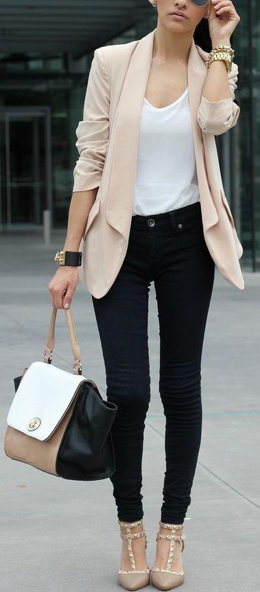 Blush blazer + black skinnies + neutral heels. A refined casual Friday look.