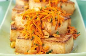 Check out this delicious recipe for Lemon-Ginger Tofu Steaks with Carrot and Cashew Salad from Weber—the world's number one authority in grilling.