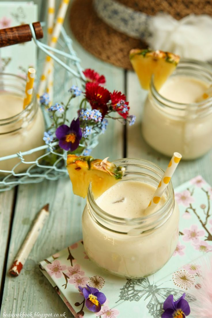Bea's cookbook: Drinking Baileys Colada to celebrate 1st year of blogging :D :D :D