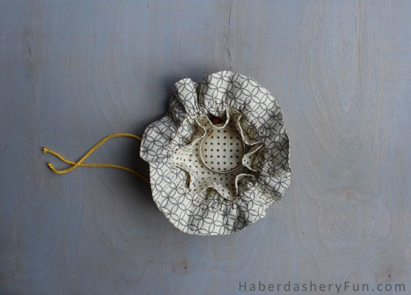 DIY.. Make A Drawstring Jewelry Pouch. Full tutorial on the Haberdashery Fun blog