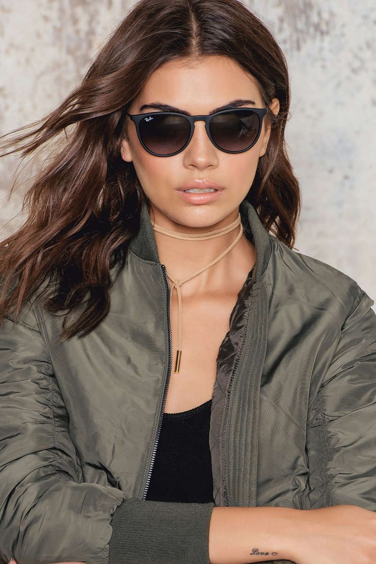 Your favourite sunglasses are here! The Erika sunglasses by Ray-Ban are the perfect accessory to complete any look. Featuring both classic and bright rubber fronts, metal temples and tone-on-tone temple tips, Ray-Ban Erika sunglasses will set your look ap