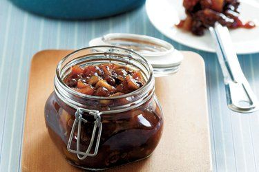 Apple and date chutney – Recipes – Bite