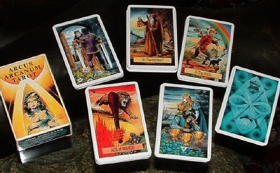 La Cartomancia consiste en el arte de predecir o adivinar el futuro a través de las cartas ¿Quieres saber que te depara el futuro de forma gratuita?