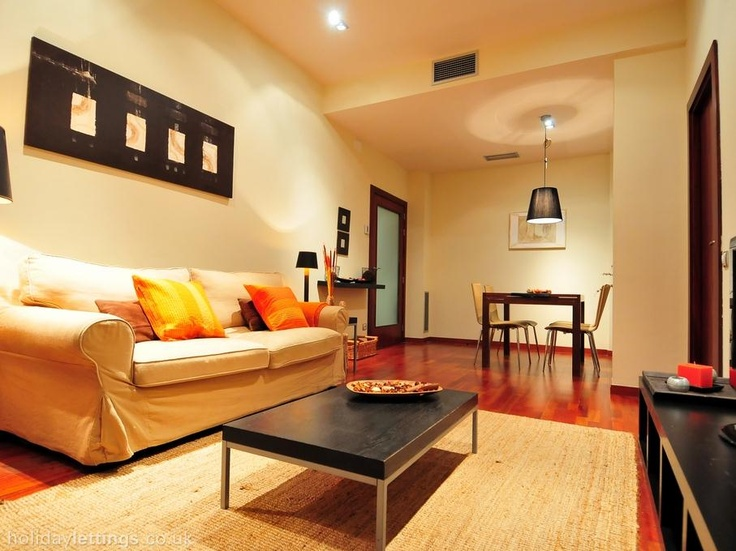 2 bedroom apartment in Barcelona to rent from £840 pw. With air con, phone, TV and DVD.