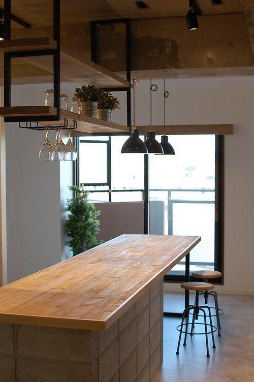 LAスタイルの内装となると、比較的ガランとして クールな異素材感のあるシンプルなお部屋に...