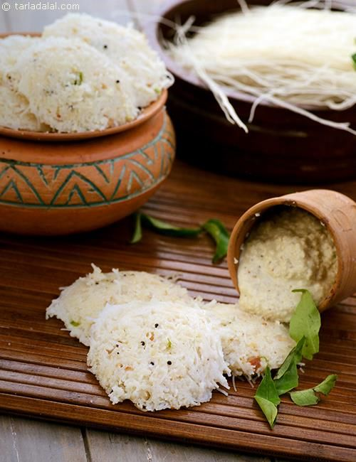 Semolina and vermicelli idlis are very popular in karnataka, where they make it in such big moulds that one idli will suffice for breakfast! the tempering adds to the aroma, while the cashews provide a crunchy respite in every mouthful.