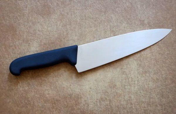 تفسير حلم السكين في المنام لابن سيرين السكين السكين في الحلم السكين في المنام السكين لابن سيرين Kitchen Knives Kitchen Knife Storage Knife