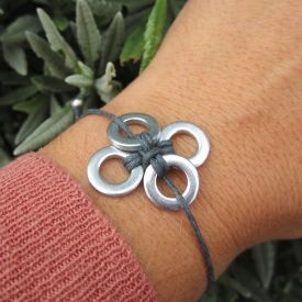 Use washers only with bolts? No for a DIYer addicted! You only need 5 minutes to make this washers bracelet.
