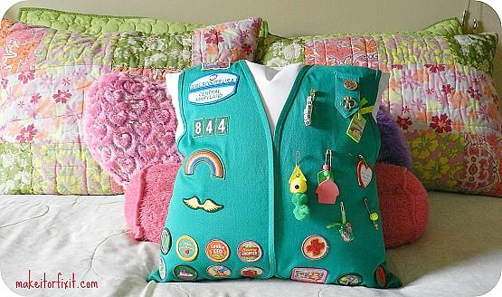 Vest Pillow. Click on link for tutorial. http://makeitorfixit.com/turn-your-girl-scouts-vest-into-a-pillow/