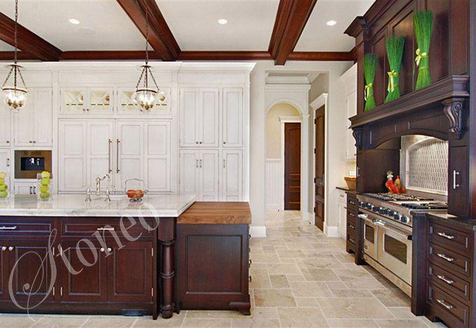 Ekskluzywna kuchnia wykończona drewnem i marmurem
