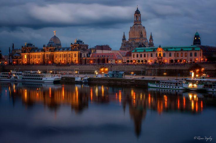 Dresden: Blick auf die Brühlsche Terrasse bei Nacht